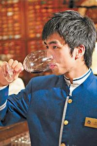 廖英麟:香港专业侍酒师大赛冠军