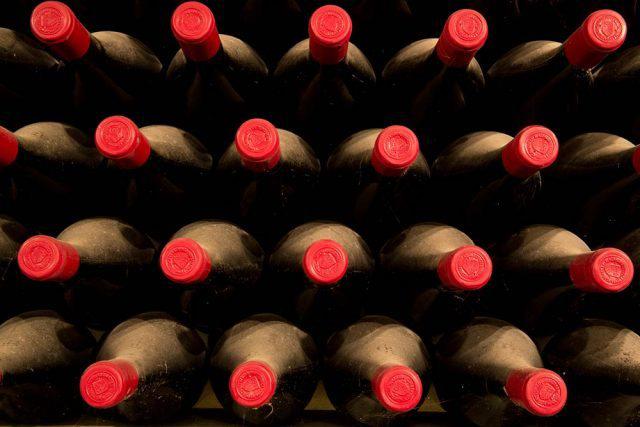 根据Liv-ex的数据,自2015年以来,意大利优质葡萄酒在二级市场上的价值从200万英镑上升至500万英镑,且十年来的葡萄酒交易数量增长超过了1500%。