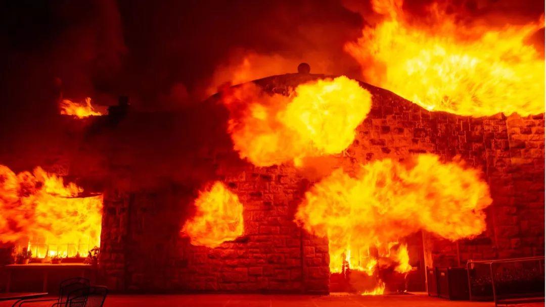 爆发于本月23日的加州大火已经?#20013;?#29123;烧了5天,尚未扑灭,并且情况远比我们想象中的更为恶劣。