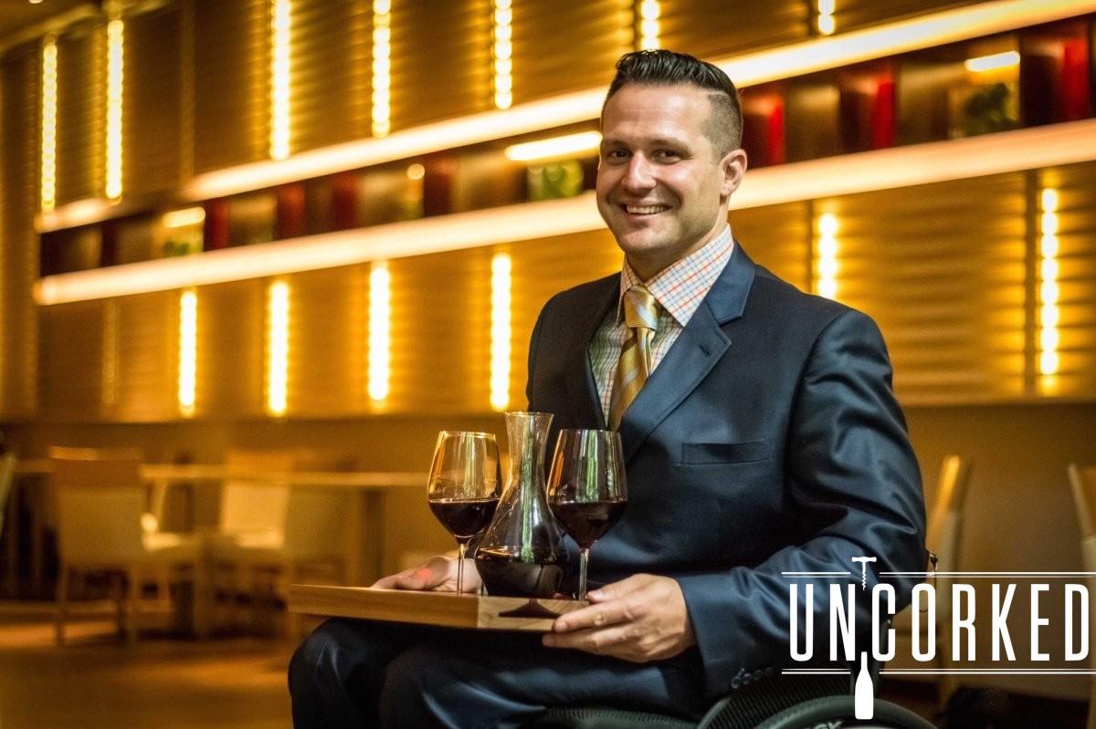 23岁遭遇车祸下身瘫痪,但他却成为全世界最励志的侍酒师