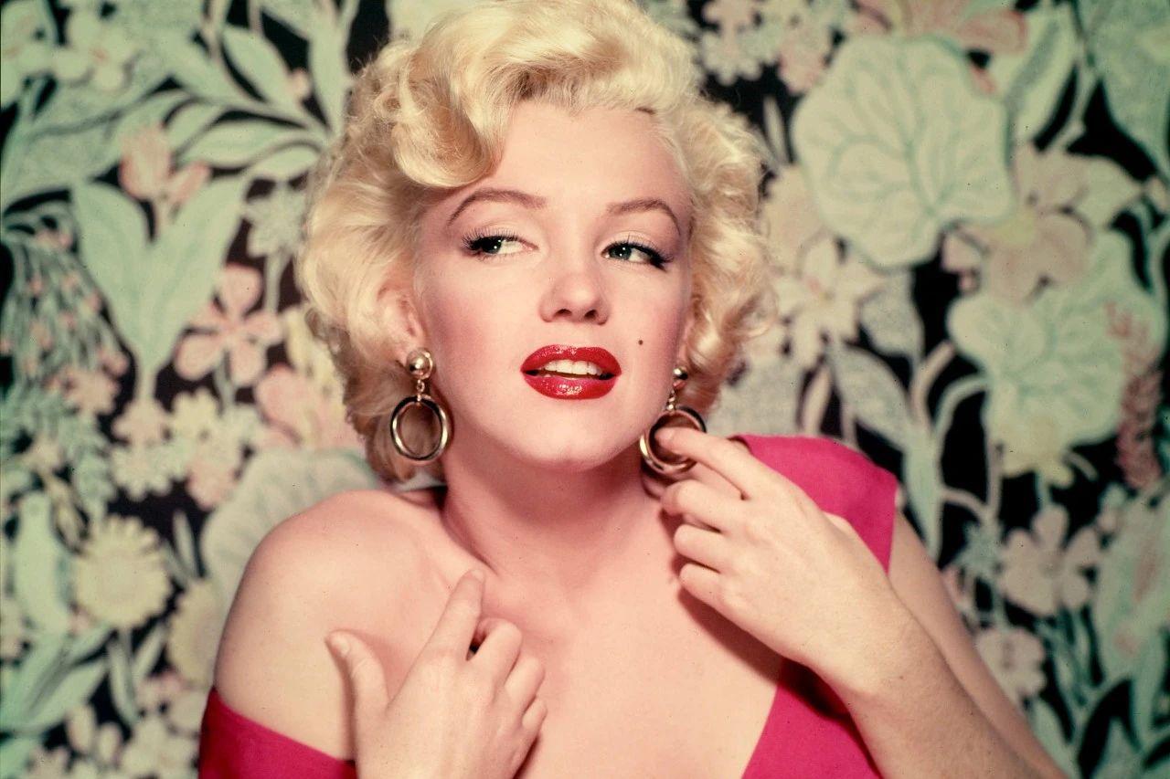 曾有195亿颗香槟气泡吻过玛丽莲梦露的身体
