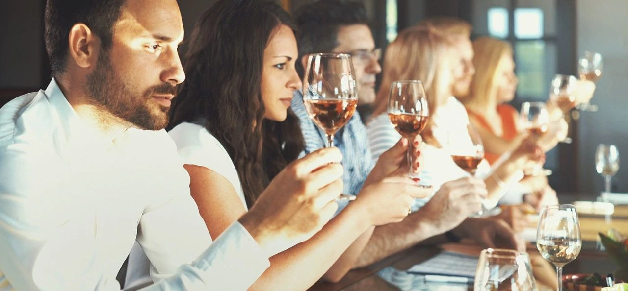 如何优雅地在品葡萄酒时装逼?