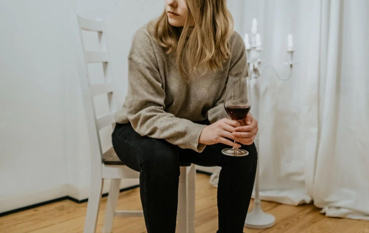 朋友送的葡萄酒越看越不对劲,莫非我们缘尽于此?