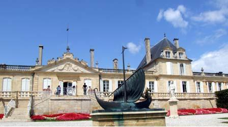 波尔多最大的葡萄酒庄城堡——龙船庄